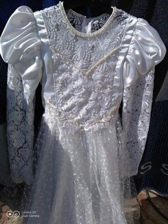 Нарядное платье белое