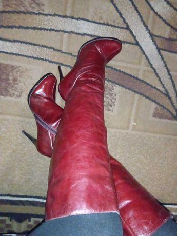 Красные кожаные сапожки