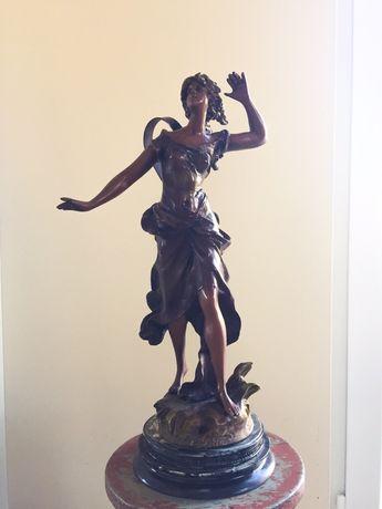 Estatueta mulher lindíssima 49 cm altura
