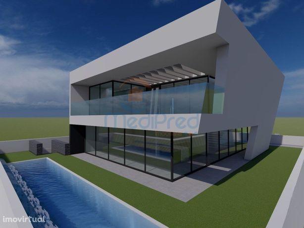 Moradia T4 Isolada com piscina, em Loures.