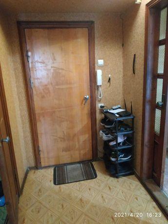 продам 1 комнатную квартиру на Ильфа и Петрова r