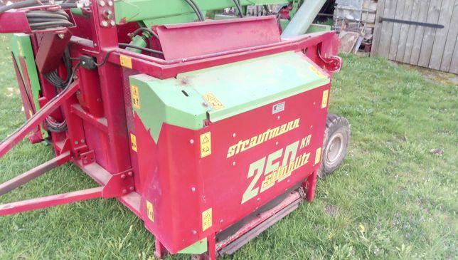 Paszowoz Wycinak kiszonki  przyczepa do zadawania paszy Strautmann 250