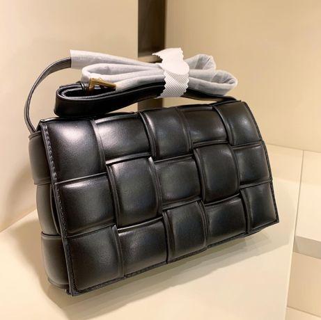 Трендовая плетенная сумка