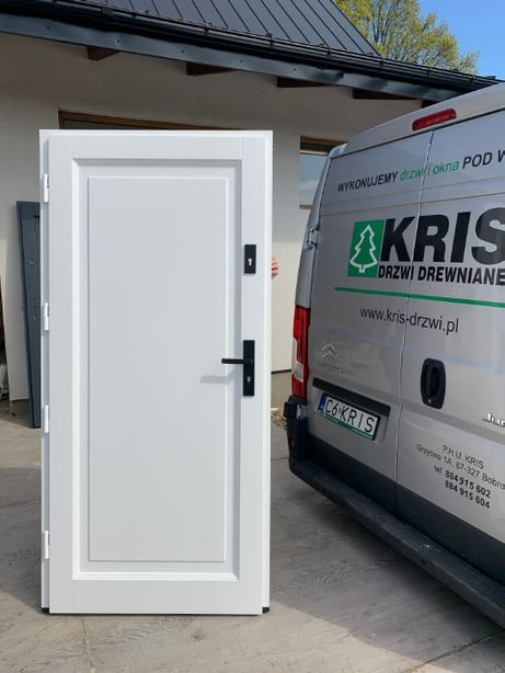 Drzwi zewnętrzne drewniane ocieplane 7,5cm BIAŁE Z CZARNĄ KLAMKĄ Kris