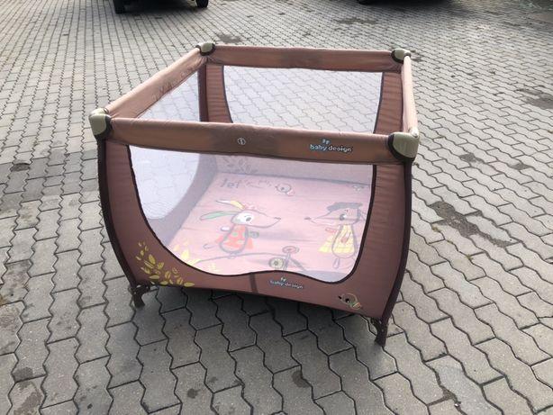 Kojec baby desing z pokrowcem  + materac lozeczko turystyczne