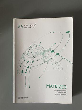 Livro de matemática sobre matrizes