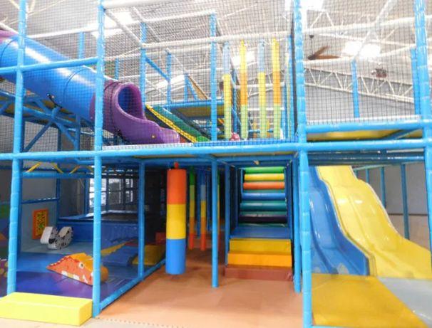 sala zabaw park trampolin park rozrywki kulki zjeżdżalnia basen soft