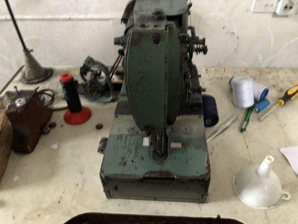Швейная машина Петельная 25 класс