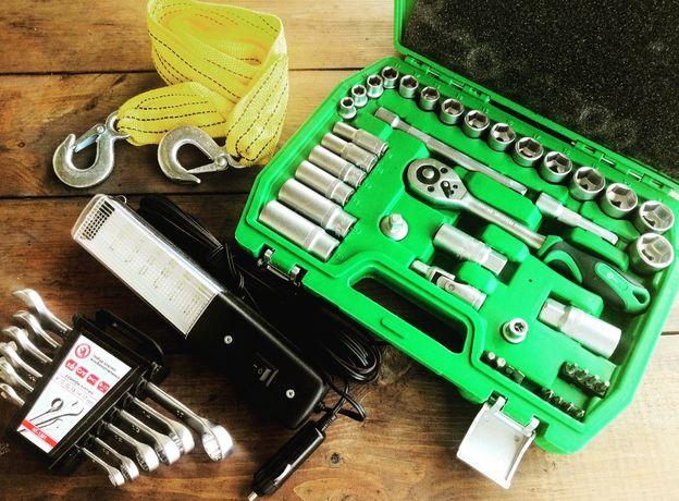 Набор в машину. Набор инструментов. Трос. Лампа. Набор ключей