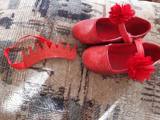 Для утренника корона -повязка и туфельки