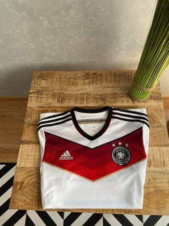 Koszulka reprezentacji Niemiec adidas z 2014 roku.