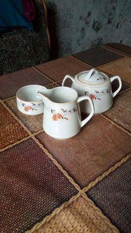 Сахарница, чашка и соусница (антиквариат)