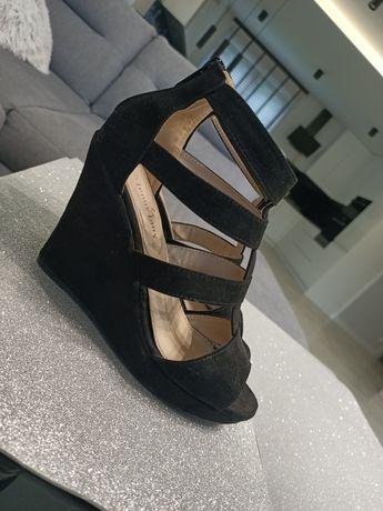 Buty na koturnie, czarne, sandałki