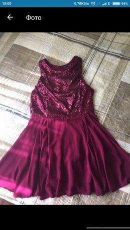Красивое платье с пайетками.