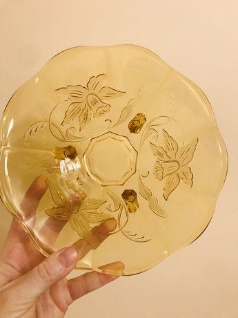 Szklana waza na nozkach