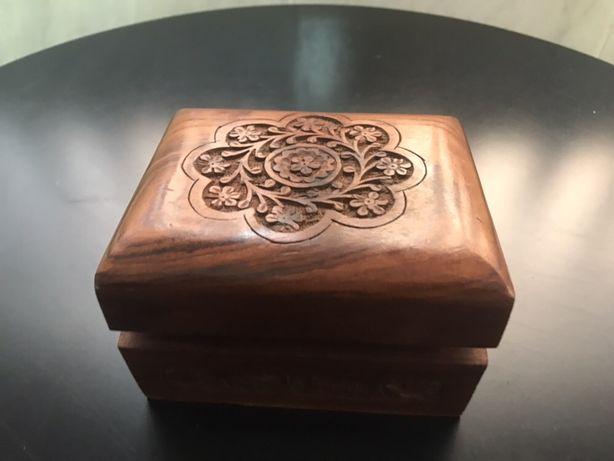 Caixa decorativa em madeira