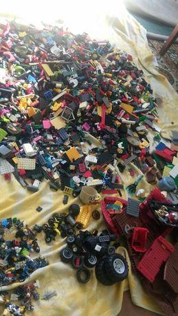 Конструктор Лего очень много