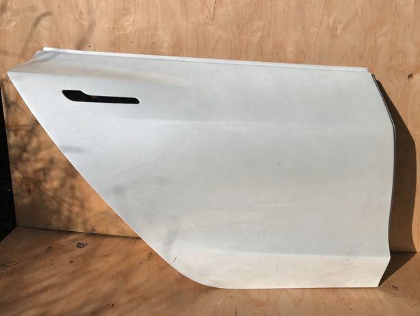 Дверь задняя правая Tesla 3