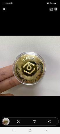 позолоченная монета Биткоин