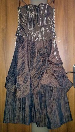 Suknia wieczorowa z gorsetem