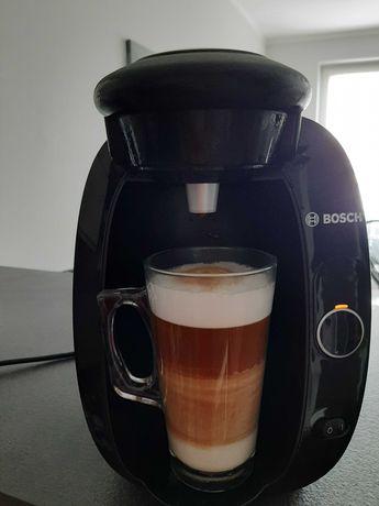 Ekspres do kawy kapsułkowy Bosch+ stojak