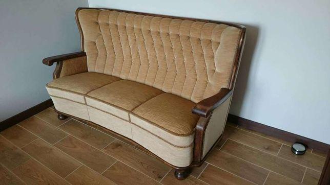 Antyk, sofa, wypoczynek z drewnianymi obiciami