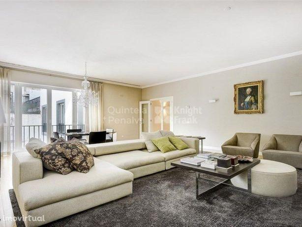 Apartamento T3 para arrendamento sem móveis no Chiado