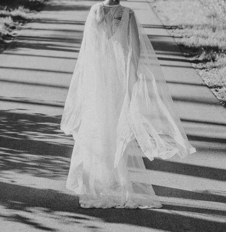 Suknia ślubna z narzutką peleryną syrenka wycięcie dekolt