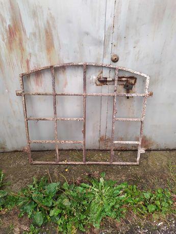 Stare metalowe okno stara rama okienna żeliwna nr 57