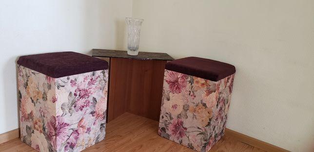 Комплект 2 пуфика и журнальный столик