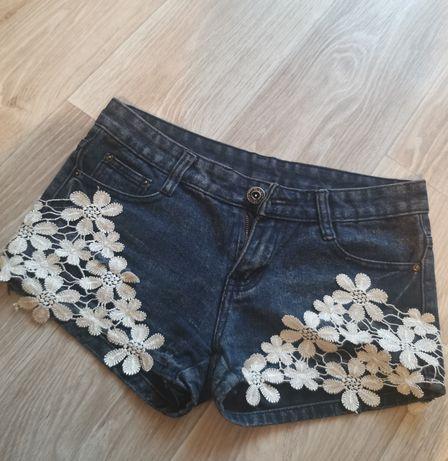 Модные шорты с кружевом