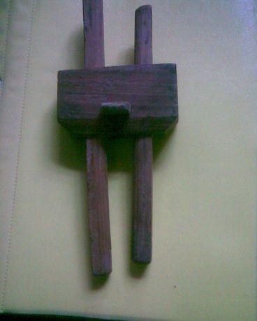 Вспомогательное устройство при работе с древесиной