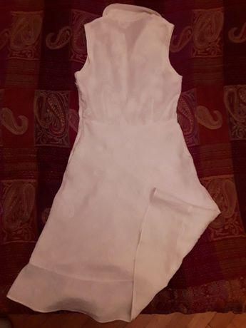 biała romantyczna sukienka haftowana w kwiaty naturalny len