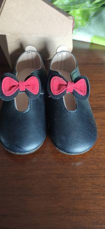 Calçado menina novos.