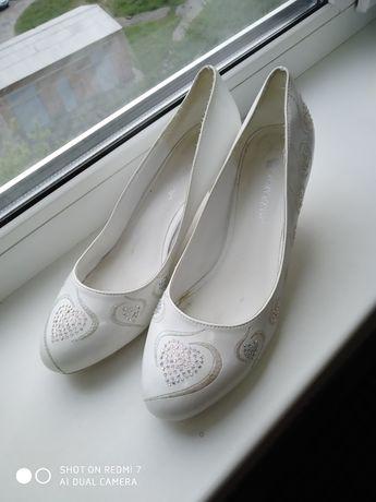 Туфли белые, свадебные, 39 размер