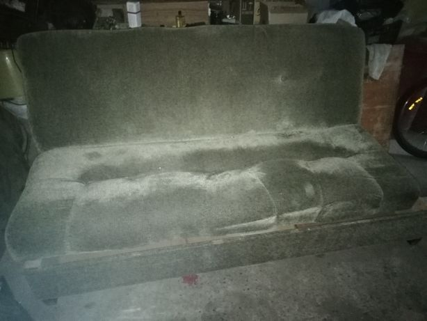 Мягкий диван в хорошем состоянии