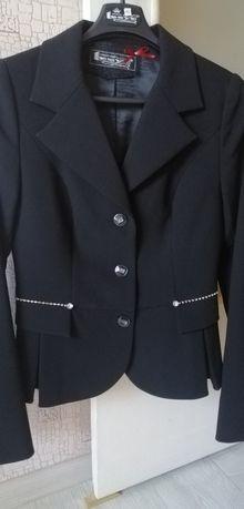 Нарядно-деловой костюм брючный