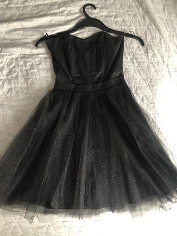 Sukienka czarna z błyszczącym tiulem