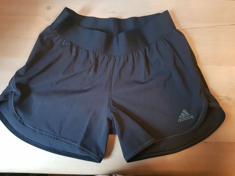 Krótkie spodenki S adidas sportowa czarne