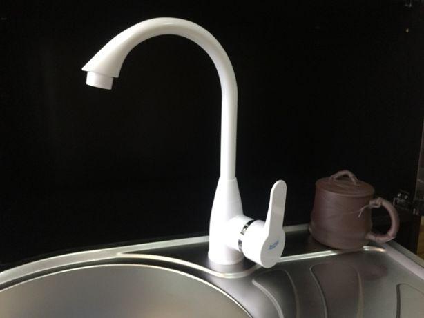 Пластиковый смеситель для кухни Perfekt