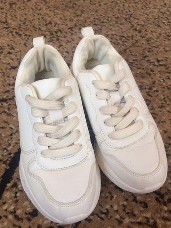 Легкі  світлі кросівки