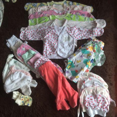 Продам набір комплектів від 0-4 місяців для дівчинки
