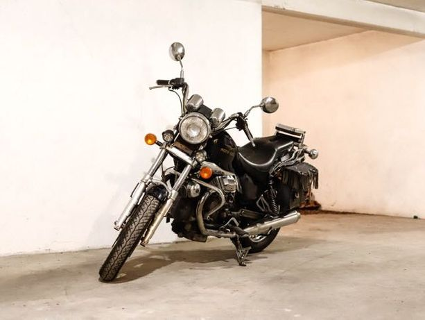Vende-se uma bela Motoguzzi Nevada 750 de 1999!