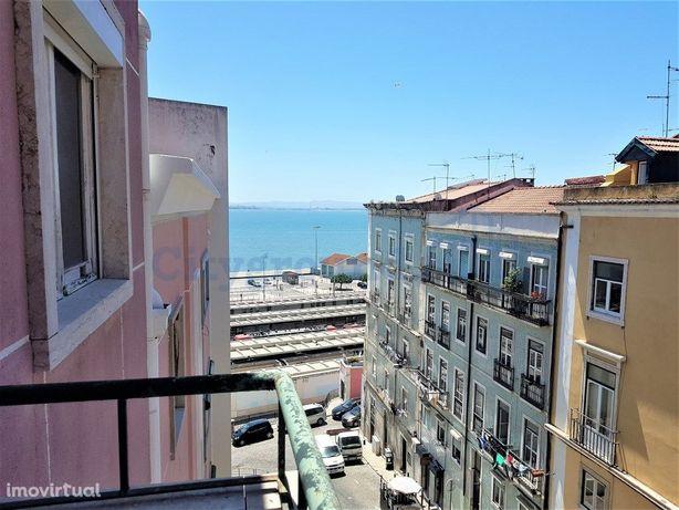 Apartamento T2 para obras com vista de rio