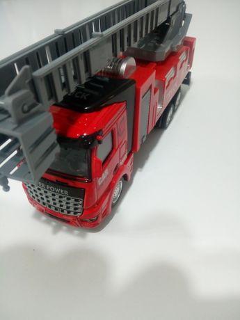 Auto model Straż Pożarna 1;48 Światło dźwięk metal napęd