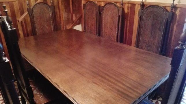 Mesa em madeira maciça c/ 8 cadeiras