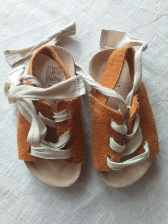 Zara baby 18 musztardowe buty buciki sandałki roczek sesja zdjeciowa