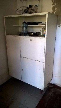кухонний шкаф вмісткий.висота 165 см.ширина 110 см.стан гарний.
