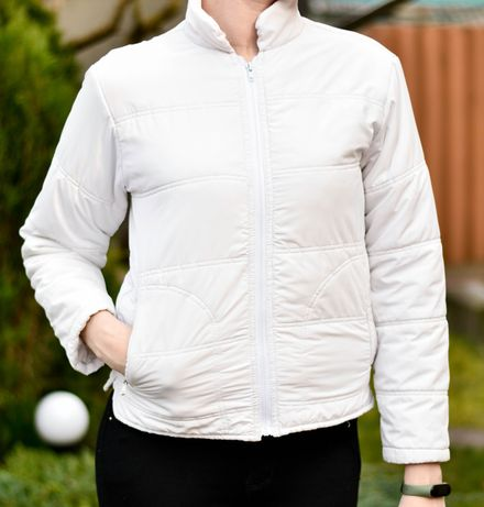 Курточка біла...