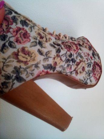 Botas em tecido primavera